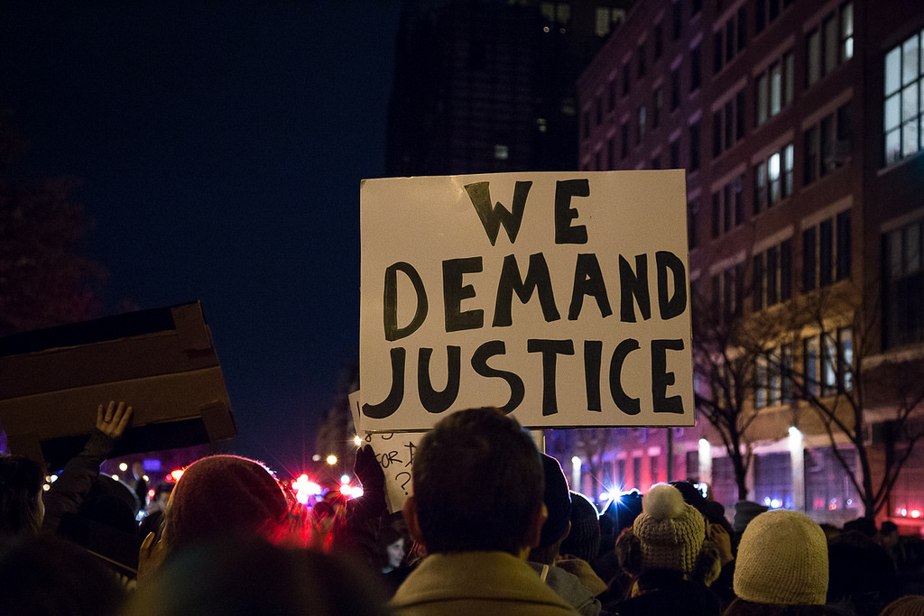 No indictment for NYPD officer in chokehold death, Twitter responds